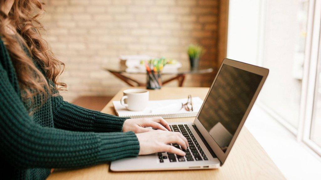 Kvinne Laptop